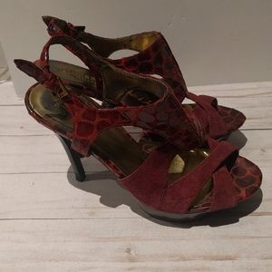 🌸Nice sandals heels by Guess 🌸🌼🍀🌸